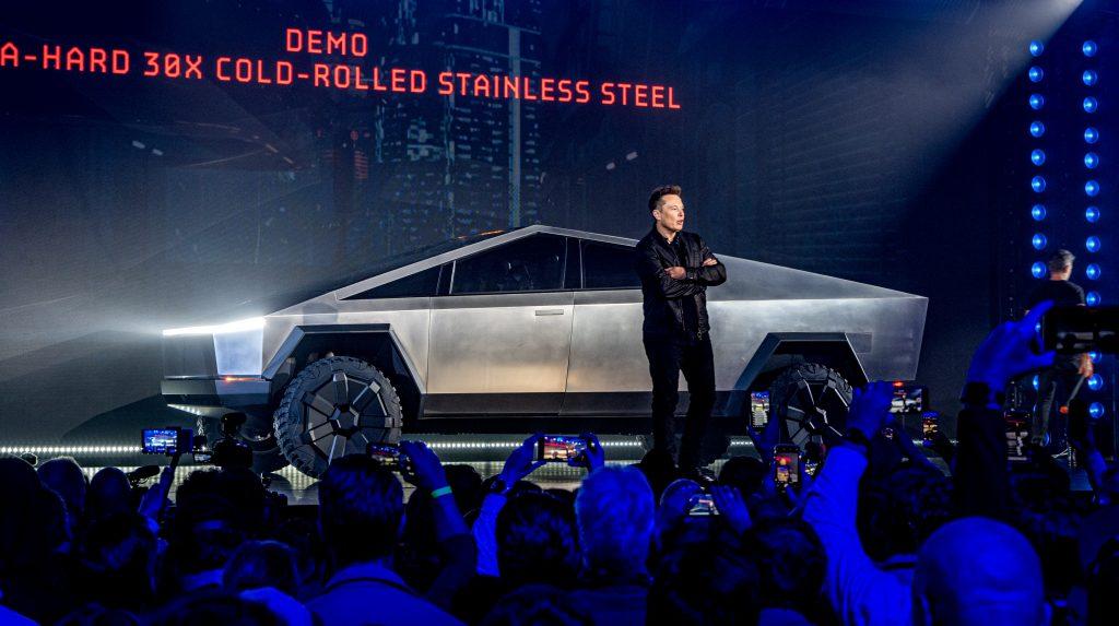 Elon Musk a Tesla Cybertruck bemutatóján