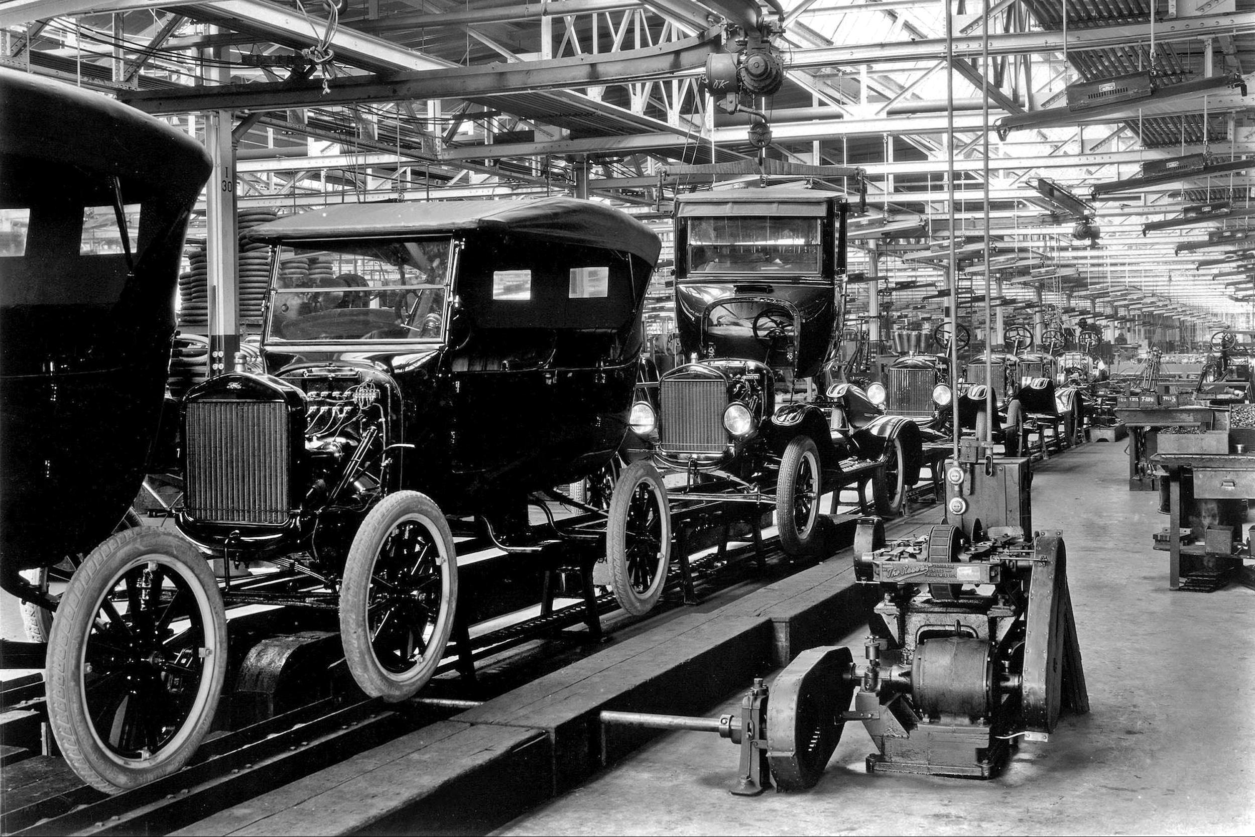 Ford T-modellek a gyártósoron