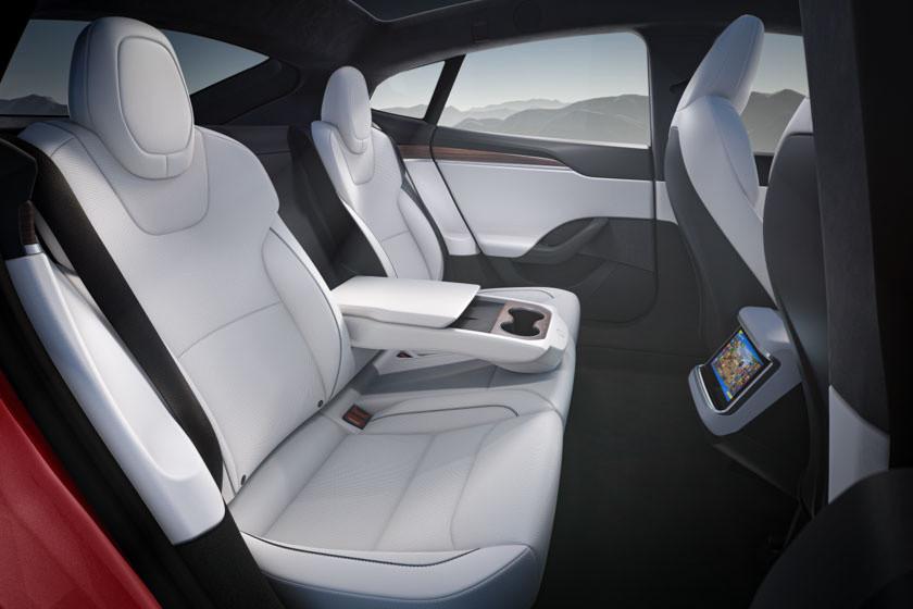 a 2021-es Tesla Model S megújult hátsó üléssora