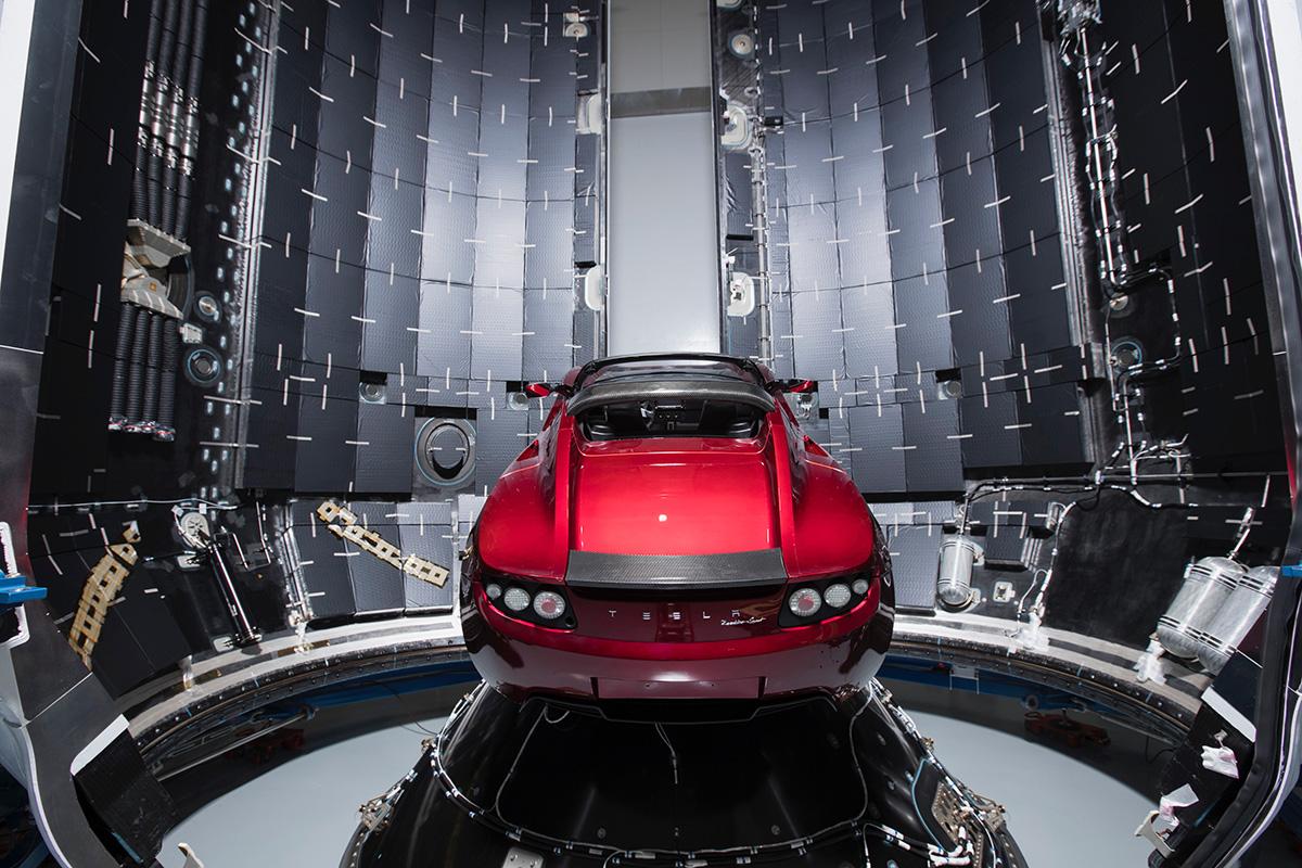 Tesla Roadster a SpaceX Falcon Heavy rakéta rakományaként