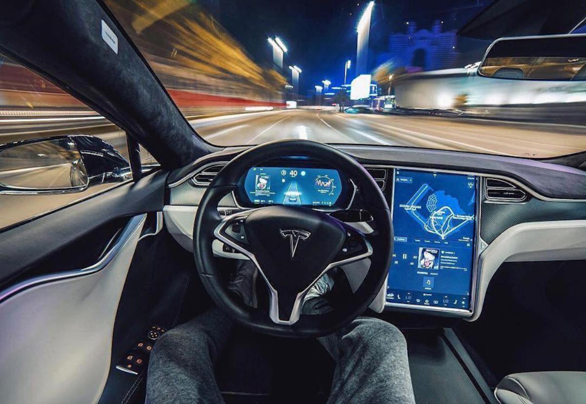 Tesla utastere, menet közben