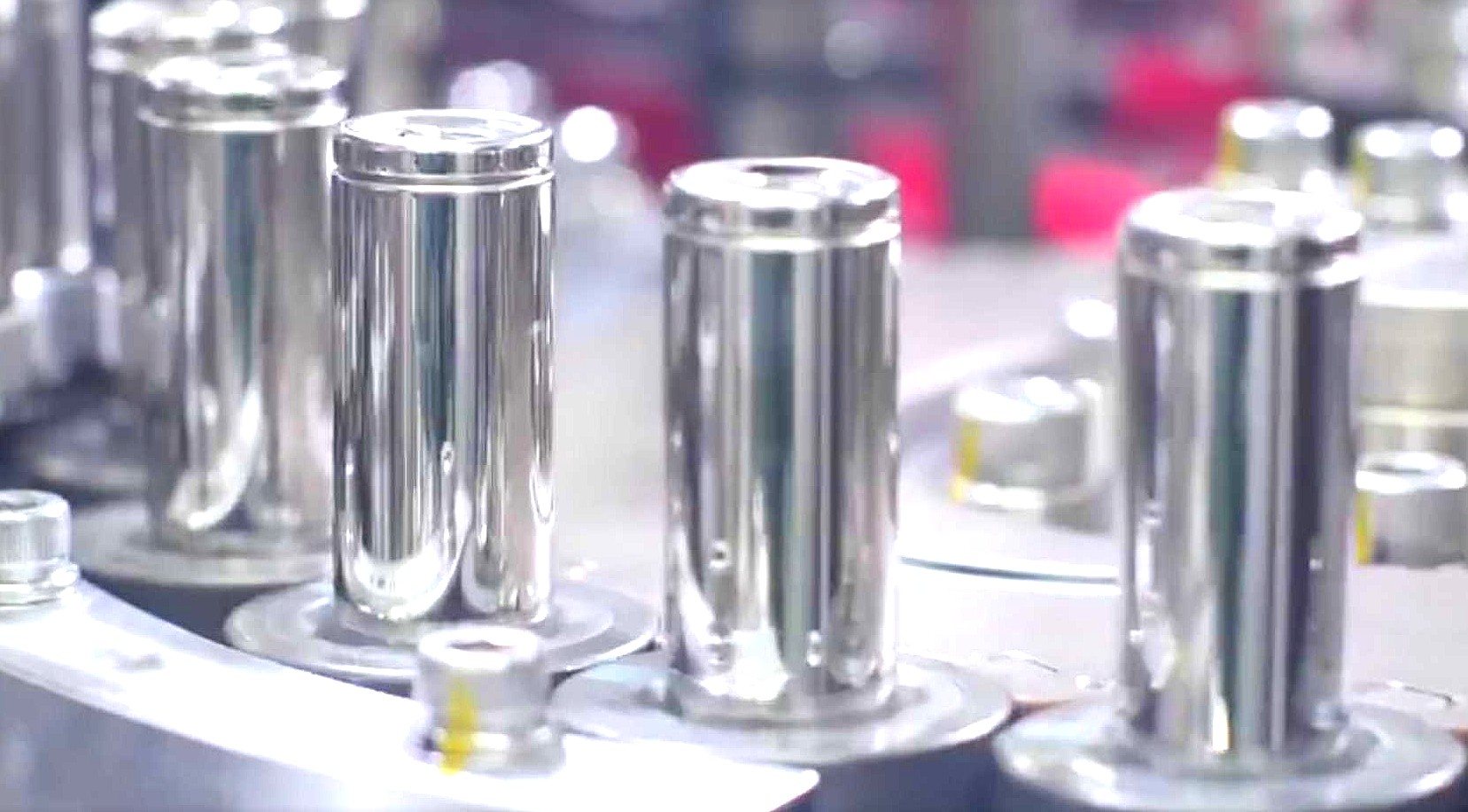 akkumulátorcellák gyártás közben