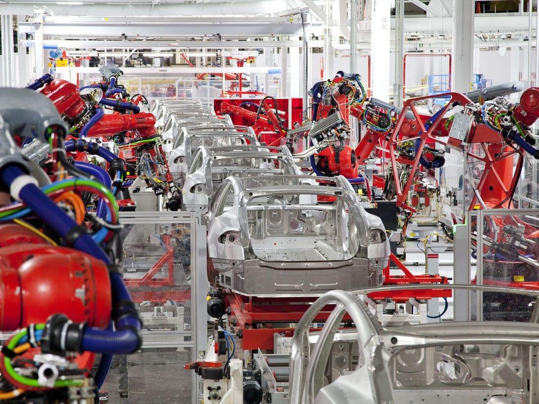 Tesla Model 3-asok a gyártósoron