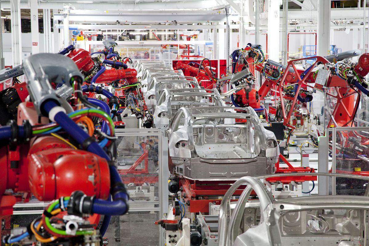 Model 3-asok gyártása a Tesla fremonti gyárában